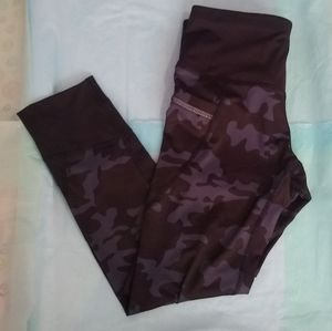 NWT Active Life Camouflage Leggings - Size Small